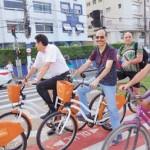 Rivaldo Santos, secretário de Comunicação e Resultados, seguido por Jessé Teixeira, incentivador das ciclovias em Santos