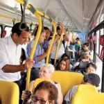 Ao final, prefeito Paulo Alexandre retornou ao Paço de ônibus