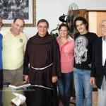 Dr. Gerson Aranha, com esposa Rosemary Rot Dias e o filho Guilherme, frei André e dr. Lamartine Lélio Busnardo