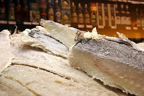 Fiscais federais identificam fraude em pescados à venda em supermercados