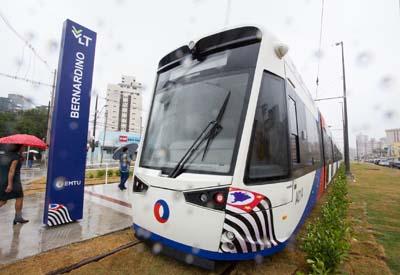 Alckmin visita obras e entrega mais dois veículos do VLT