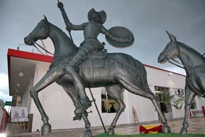 Comunidade espanhola presta homenagem a Miguel de Cervantes