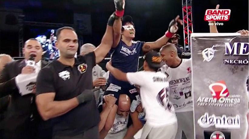Simone Duarte conquista cinturão brasileiro no Jungle Fight