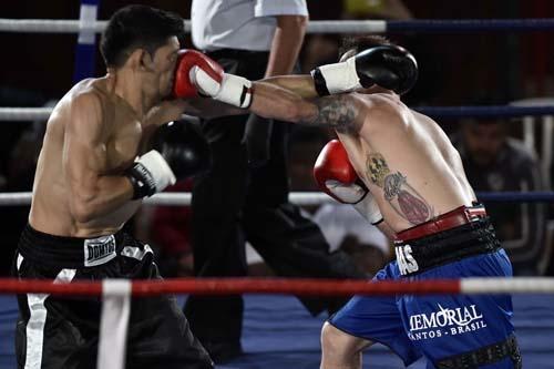 Vitórias de Moledas e Rose marcam noitada de boxe em Santos