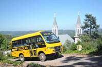 Ônibus 4×4 atendem o interior do país