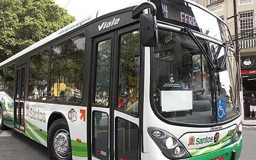 Após 20 meses de congelamento, Santos reajusta tarifa de ônibus