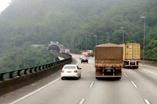 Fiscalização eletrônica e ação nos pedágios visam reduzir acidentes