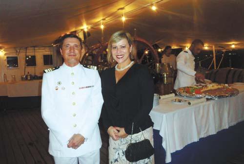 António Manuel Gonçalves Lourenço Marques, comandante do navio-escola Sagres, e a esposa Valéria Aguiar.