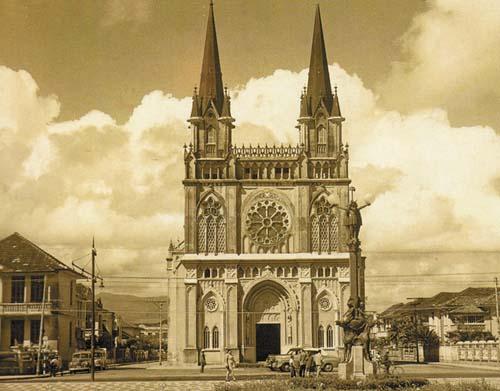 Templo gótico na orla