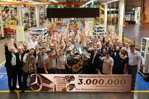 Mercedes comemora 3 MM de motores