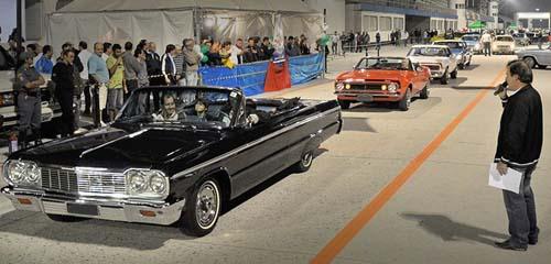 Clássicos Chevrolet em desfile