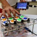 Alunos constroem o próprio instrumento para compor música eletrônica