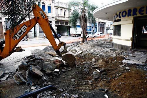 Mercado Municipal e entorno recebem obras de acessibilidade