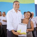 Cidade Legal entrega 181 títulos de propriedade a famílias do Guarujá