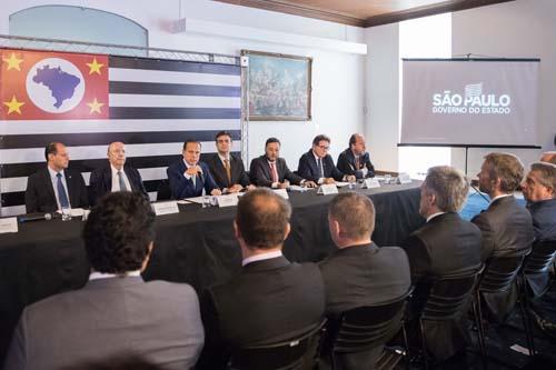 Governo de São Paulo reduz imposto sobre combustível de aviação