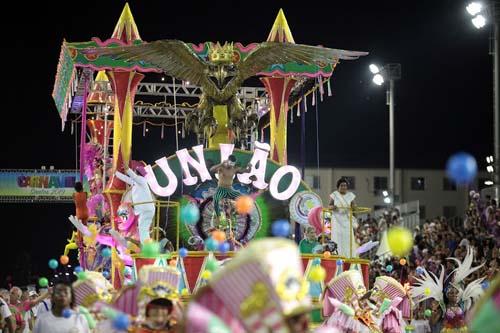 Escola de samba União Imperial vence o Carnaval de Santos