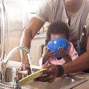 """Homem que fica em casa para cuidar dos filhos não é """"menos homem"""""""