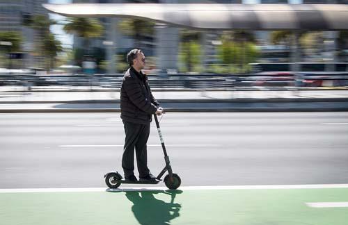 Prefeitura de São Paulo define regras para uso de patinetes elétricos