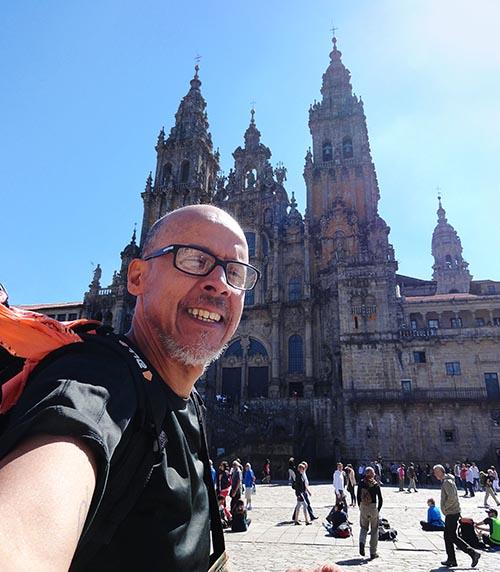Com desconto de 50%, livros abordam peregrinação pelo Caminho de Santiago