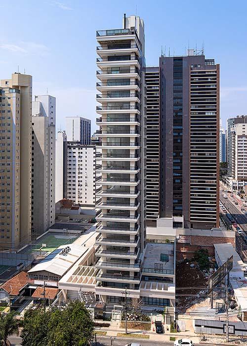 Moradores são surpreendidos na entrega de residencial de alto padrão