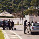 Mais de mil carros já foram abordados na entrada de Santos