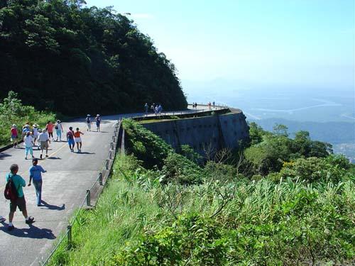 Feriado com história e natureza, pelas curvas da estrada de Santos